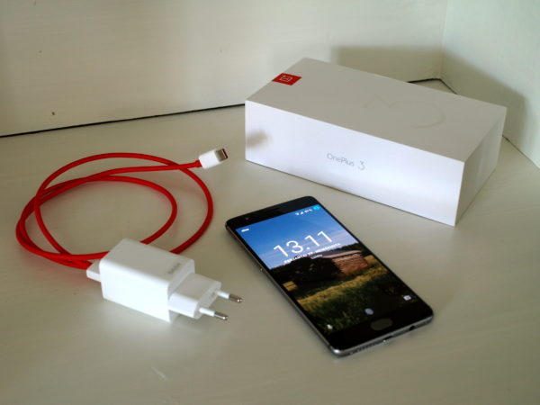 OnePlus 3 phone, charger and pacaget